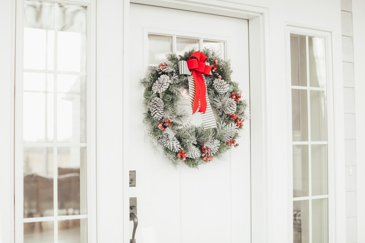 For this year's Holiday Style Challenge, sisters Niña Williams and Cecilia Moyers decided to take on two holiday porch and entryway styles.