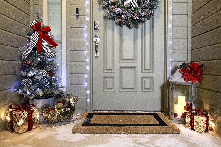 3 Steps To Outdoor Christmas Decorating