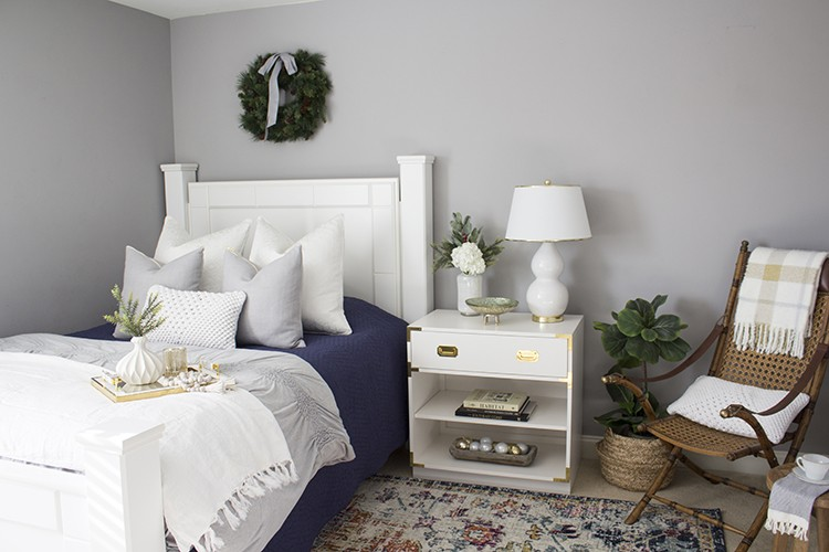 Yuni Min from Love Your Abode gets her guest room ready to entertain, and host guests this holiday season. Read through the post to find out more!