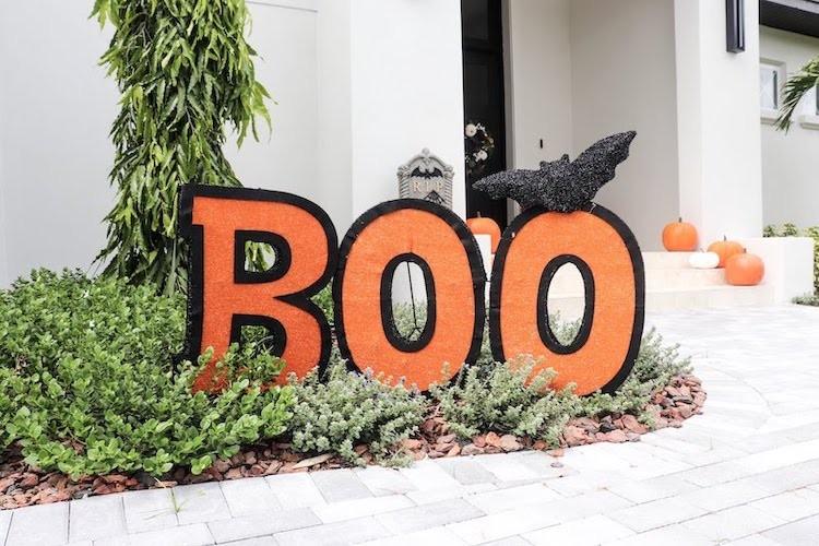 Family Friendly Outdoor Halloween Decor